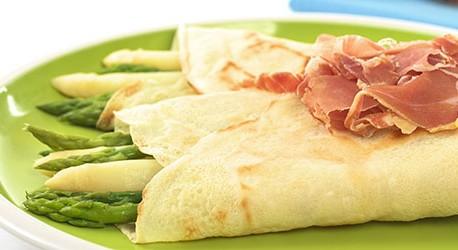 Spargel mit Kochschinken im Parmesan – Pfannkuchen